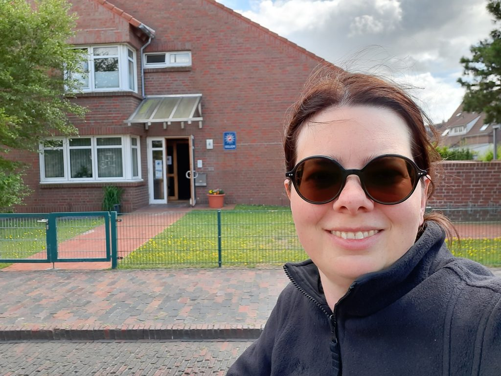 Ich vor der Polizeiwache in Wangerooge